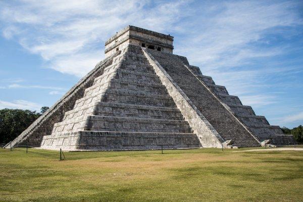 depositphotos 124078368 stock photo mexico maya yucatan chichen itza